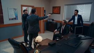 عابد (جاهد) يطلق النار على فهمي لمعرفة مكان مراد علمدار مشهد بطولي من وادي الذئاب الجزء 10 الحلقة 42