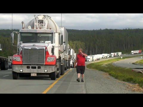 Protesters block TransCanada Highway at the N.B.-N.S. border