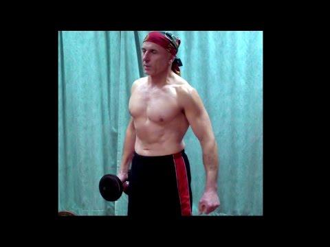 Вопрос: Как тренировать мышцы пресса с помощью гантелей?