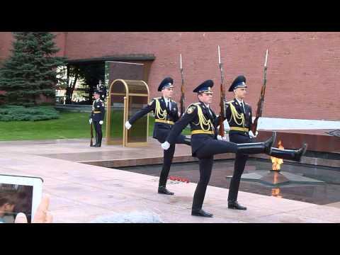 Changing of the guard at the Kremlin (HD)