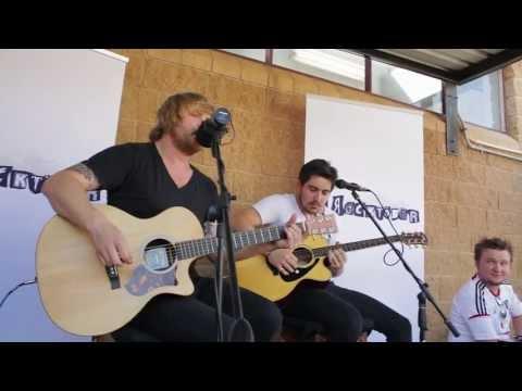Van Coke Kartel - buitenkant II (live at Tuks FM)