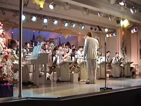 TokyoDisneyland Holiday Band Stand