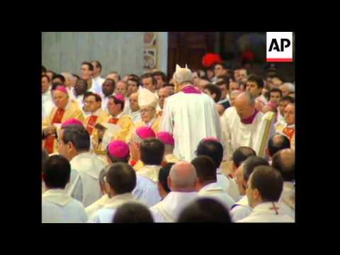 Pope at mass, former doctor's concerns for his health