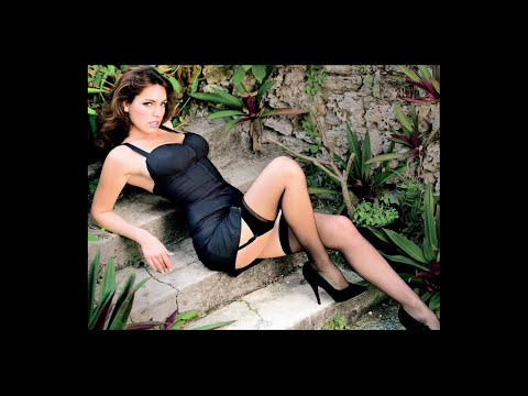 Kelly Brook and Kelly LeBrock, beauty of yesterday and of today...