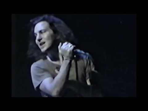 Pearl Jam- [HD 1080p] Kurt Cobain Tribute (Black/ Come As You Are)