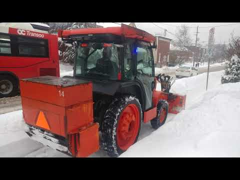 Kubota L4060 Tractor Snow Removal Equipment For Sidewalks In Ottawa Canada