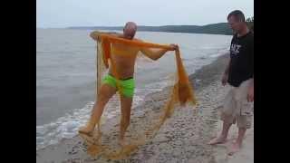 Ловля рыбы кастинговой сетью. casting net fishing