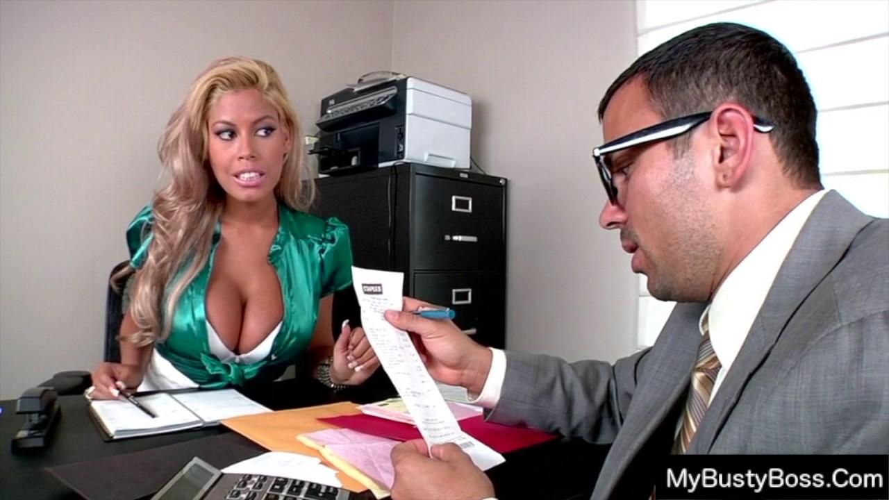 Порно сиськи в офисе