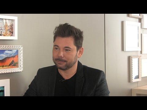 Entrevista con Miguel Poveda sobre gestación subrogada