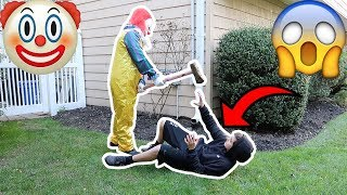 "PENNYWISE THE KILLER CLOWN FROM ""IT"" ATTACKS MY FRIEND!"
