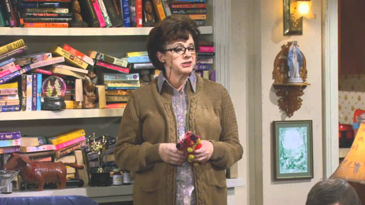 Download Mike & Molly - Peggy Goes To Branson Extended Preview