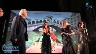 Venezia, Sgarbi-Serraiocco al Festival Del Cinema: lui non tiene la distanza e l'attrice si infuria