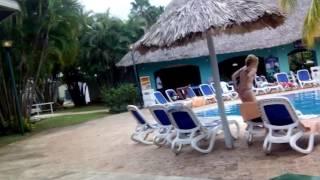 Куба, Варадеро. Прогулка по территории отеля Starfish 3*(Немного о качестве отдыха на Кубе на примере отеля Starfish Varadero 3* Видео снималось с рук и на ходу, поэтому не..., 2016-12-13T20:26:50.000Z)
