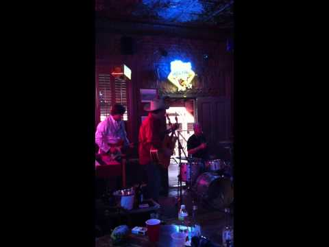 Frank Sings Willie's Blue Eyes Cryin' in the Rain @ the Pioneer Saloon