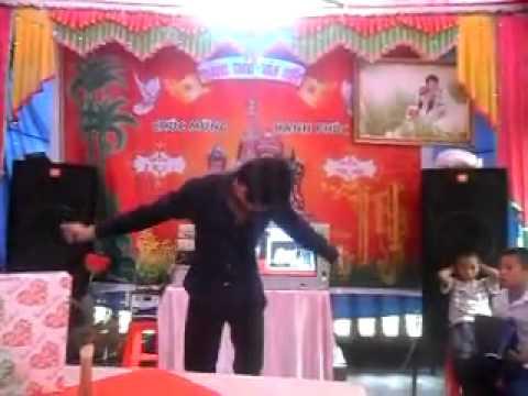 Hà Nam bay - Part 4 ( màn solo tại đám cưới sân khách -D ) - YouTube.flv