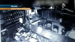 Пьяную девушку, которую силой выволокли из бара, попала под машину
