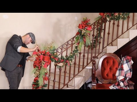 How To Decorate A Garland For Christmas 2019  / Staircase Decorating Ideas (Moms House Pt1)