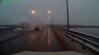 Лада Гранта влетела в ГАЗель на Краснофлотском мосту. Архангельск.