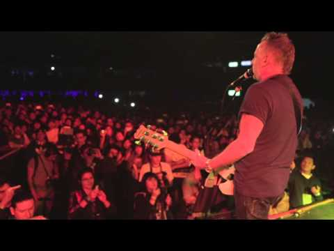 Peter Hook & The Light - Dreams Never End - Filmed live on stage in Mexico City - 2/11/14.