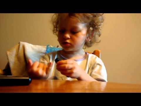 maya-(2-ans)-prend-sa-glycémie-elle-même.