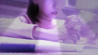 Моя сестра делает уроки