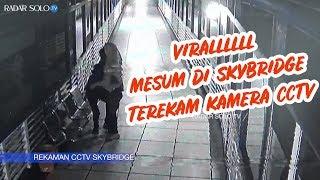 Viralllll, Aksi Mesum di Skybridge Solo Terekam Kamera CCTV