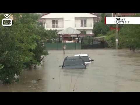 İstanbul'da şiddetli yağmur: Her yer su altında
