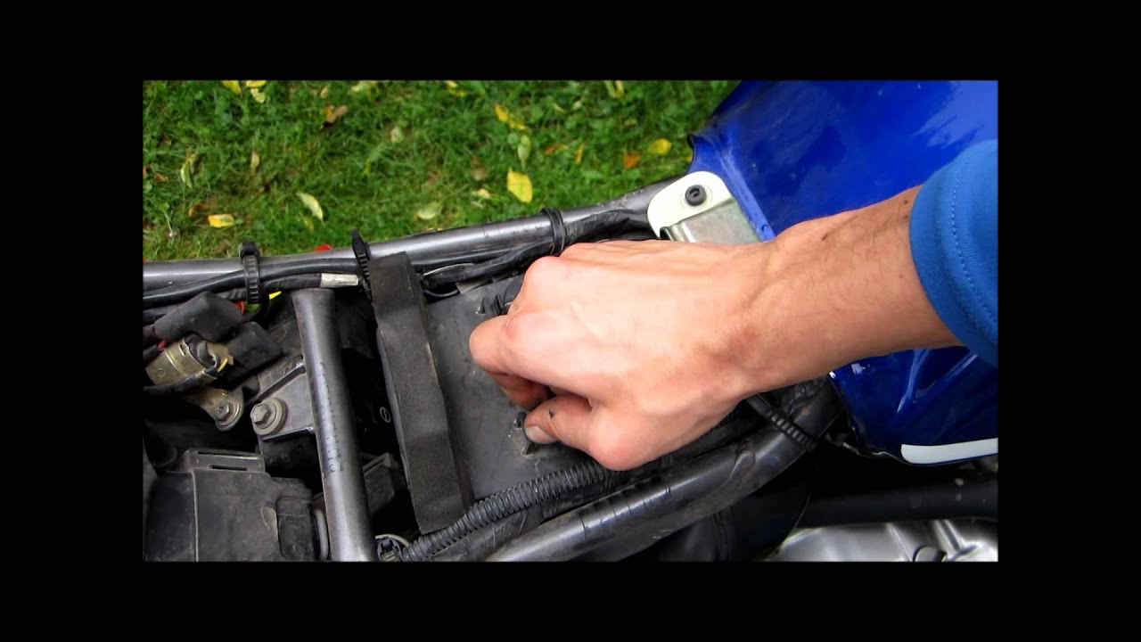 How To Change Oil Filter >> TUTO changement filtre à air SUZUKI 125 DR (change air filter) - YouTube