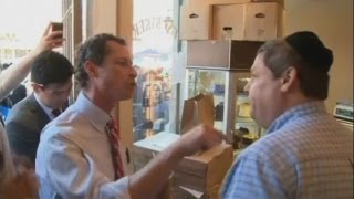Anthony Weiner fights with heckler in New York bakery