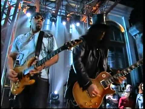 Slash Guitar Battle/Duet at TBS Lopez Tonight