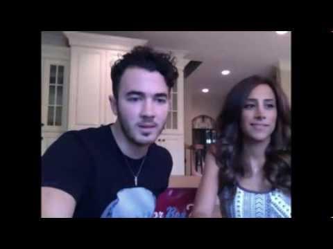Kevin & Danielle Jonas Baby Announcement 29/08/2013