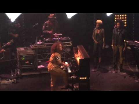 Alicia keys concert Apollo