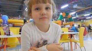 Nikole VLOG Играем в SKY Park - Pizza - Kinder Surprise Maxi