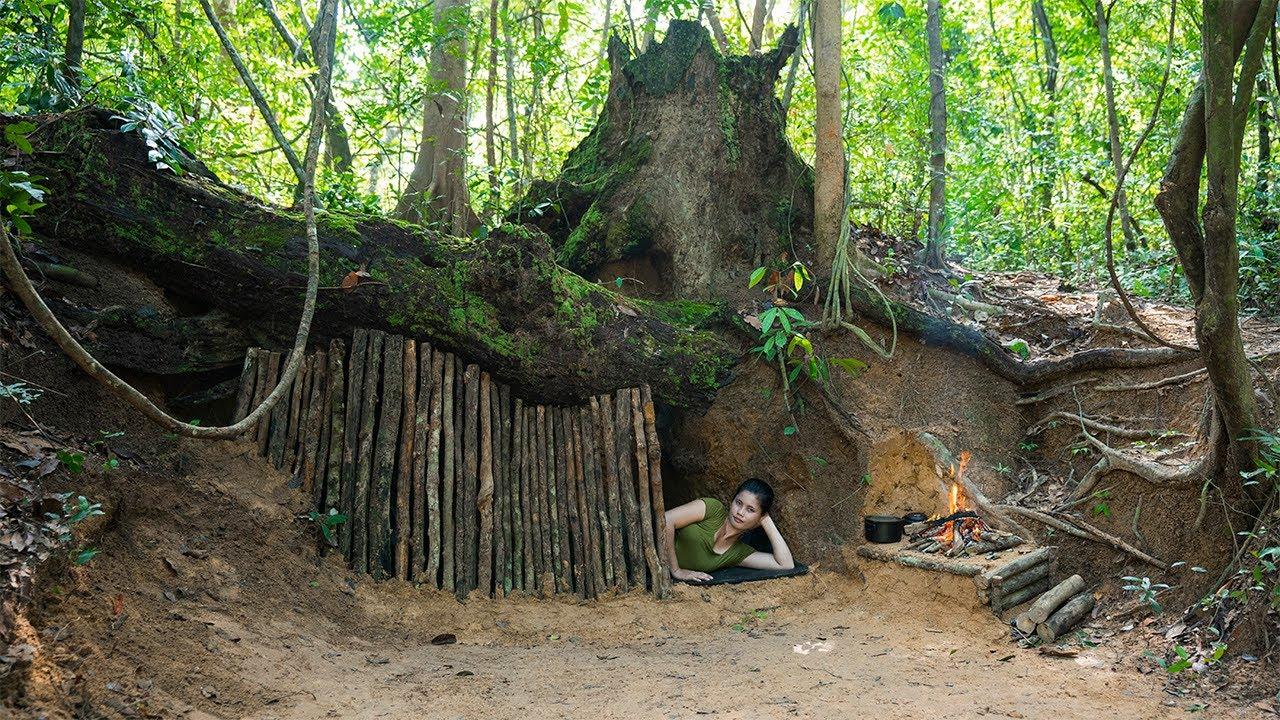 Bushcraft Camp in the Woods   Roasting Pork Rib, Mushroom Omelette   Solo Camping in Heavy Rain