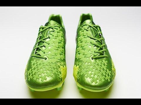 Бу́тсы — специальная (обычно кожаная) обувь, предназначенная для игры в футбол. Главным отличием от обычной обуви является наличие шипов на.