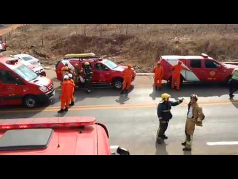COLISÃO ENTRE QUATRO CARROS MATA DUAS CRIANÇAS E DEIXA TRÊS FERIDOS NA DF-451