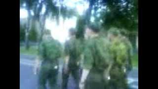 1й Батальон прогуливается с песней по плацу, в армии.