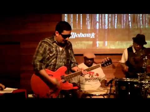 Money Chicha performs Peruvian Chicha Music