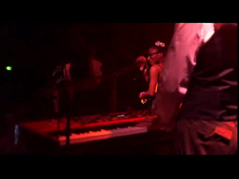 ASA (asha) - Bamidele [Live in Olympic, Nantes March 29th 2011]