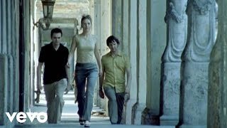 Watch Saint Etienne Sylvie video