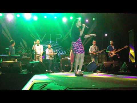 S I C (Square In Checkers) - Uptown Funk (cover) Live at V1P Universitas Airlangga