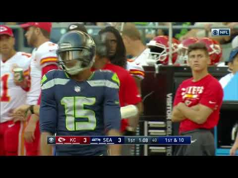 Russell Wilson finds Jermaine Kearse for a gain of 39 yards!