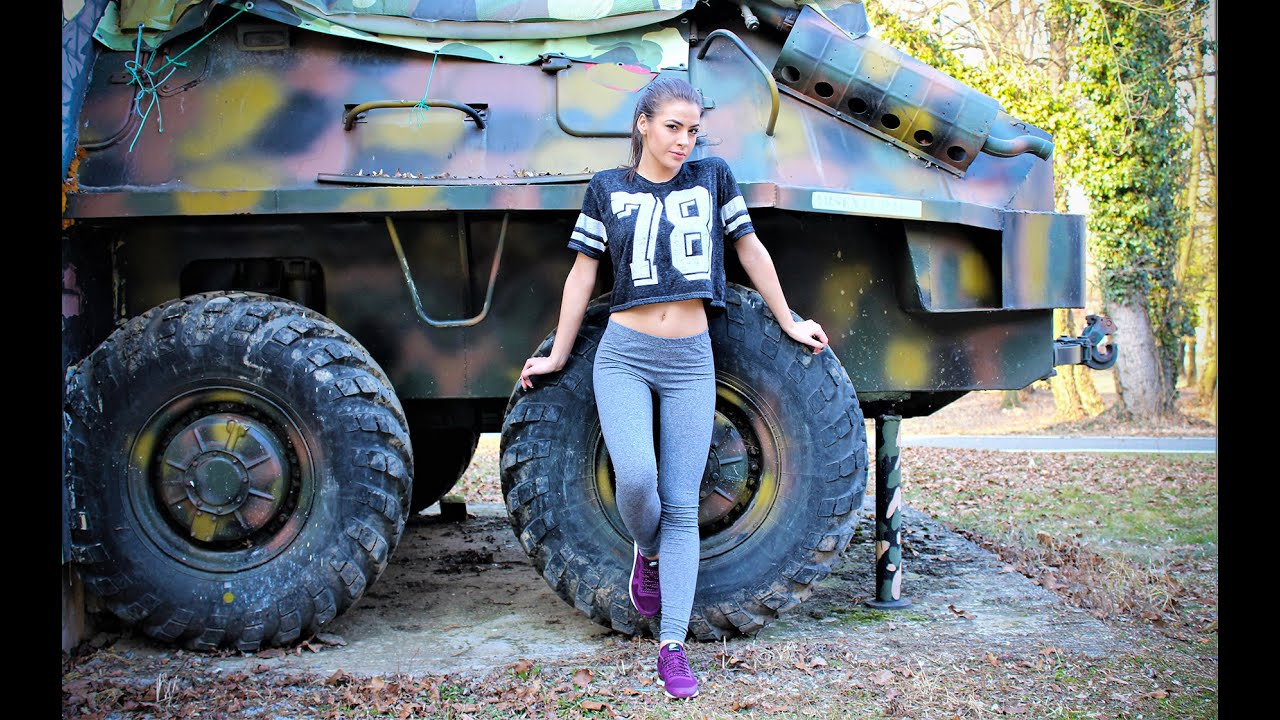 GRAY LEGGINS AND T-SHORT | Woman sport outfit