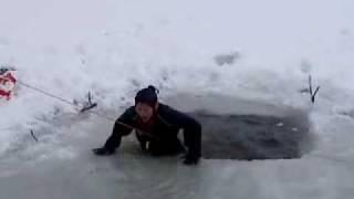 malin andersson hoppar i isvak