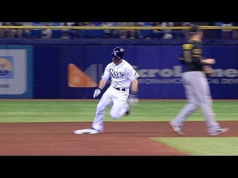 Polanco loses Forsythe's fly ball in the roof