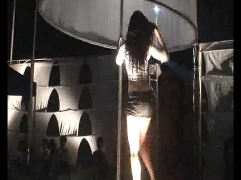 vũ nữ múa cột nóng bỏng