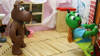 Green Baby: SUPERHERO DOG FINDS DOOR KEY - Stop Motion Cartoons For Kids
