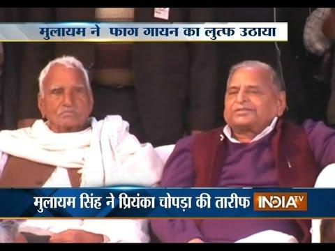 Mulayam Singh Yadav Enjoys 'Phaag' Singing in Saifai Mahotsav
