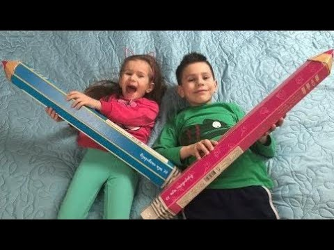 Kinder Spielen Mit Großen Farbstift Lernen Farben Zeichnen Für Kinder Kinder Joyjoy Lika