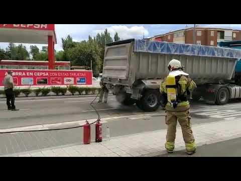 Los bomberos de Valladolid sofocan un incendio en la Avenida de Burgos
